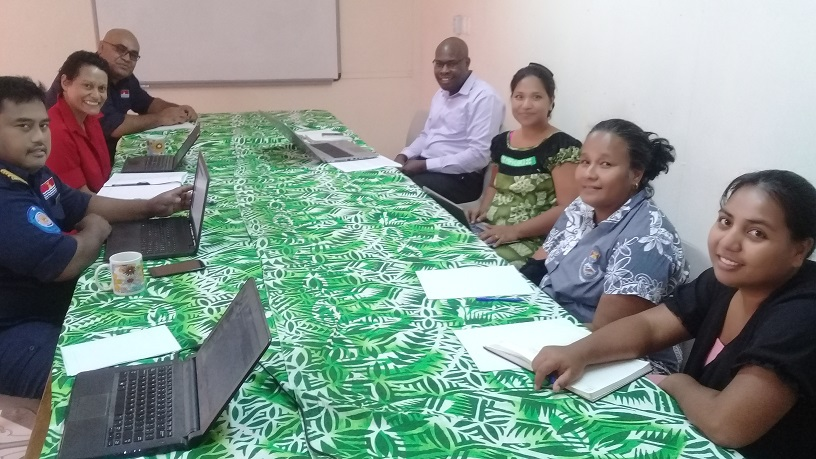 Kiribati meeting with customs and private sector officials